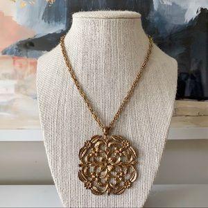 🎉5/20 SALE🎉 VTG flower medallion necklace